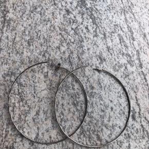 Ikke ægte sølv. Diameter 8 cm