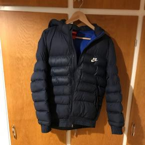 Mørkeblå dyne jakke NIKE str. 13-15 år (158/170)