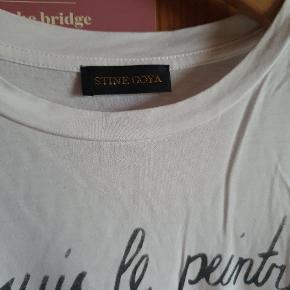 Klassisk t-shirt fra Stine Goya, meget blød