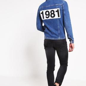 eg har ryddet ud i klædeskabet og fundet en masse flotte ting som sælges billigt, finder du flere ting, giver jeg gerne et godt tilbud....  Won Hundred jeans jakke nypris 1200 kr.  brugt 2 gange