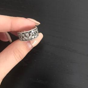 Ny ring fra Pandora, mindste størrelse, så det passer desværre ikke mig.