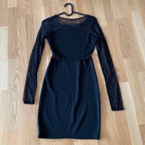 Blonde kjole i blå med lange ærmer   #30dayssellout #trendsalesfund   Fest galla