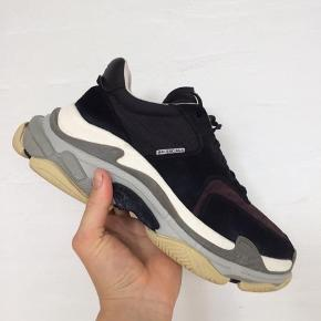 Balencige triple s colorway bordeaux.  Cond 9/10
