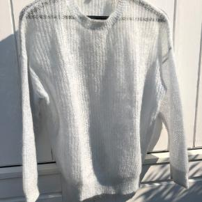 Cos isblå mohair sweater - meget let og lækker.  Bytter ikke.
