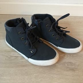 Mørkeblå sko, str. 31, WalkX, næsten som nye.10% af prisen går til Kræftens Bekæmpelse (Team Vejdik, Stafet For Livet) Se mere på mostermette.dk (IG658)