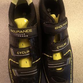 Super fede spinning sko. Sælges pga skade og derfor de aldrig nåede at blive brugt. 🌺🌺Se mine andre annoncer🌺🌺