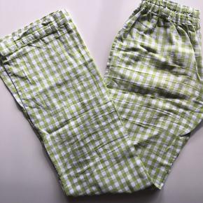 Super fine Onyva bukser, Benlængde L. Købt i efteråret hos studio onyva.  Uden pletter og huller Bytter ikke