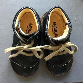 Fine og velholdte sorte Angulus læderstøvler.