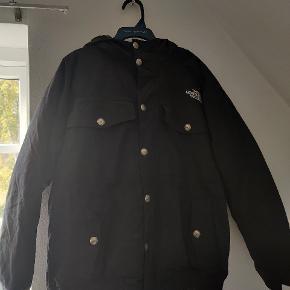 Her er en North face jakke til vinteren Til en billig pris Str m
