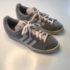 Grå Adidas sneakers, str. 40 (passes også af 39)  KUN BRUGT 1-2 gange