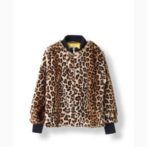 Ganni leopard Bomber jakke. Str xs - men stor i str.!! sælges da jeg desværre ikke får den brugt