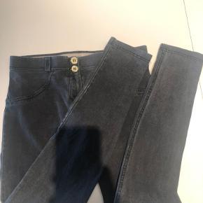 Denim freddy WR. UP. Faktisk kun brugt 2-3 gange. Men er blevet lidt grå. Ellers ingen slid. De er købt for store. :-) se også min anden annonce på freddy i sorte.  BYD gerne