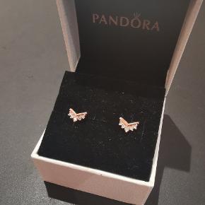 Pandora forgyldt 14 karat rose gold øreringe, kernen i et mix af kobber og sølv.  Brugt meget få gange.  Byd gerne, også hvis andet har interesse.