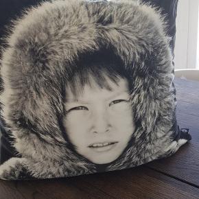 Fin eskimo pude fra By Nord.  Brugt men stadig brugbar.  Nypris 900.  Giv et bud