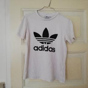 Fin trefoil adidas logo t-shirt