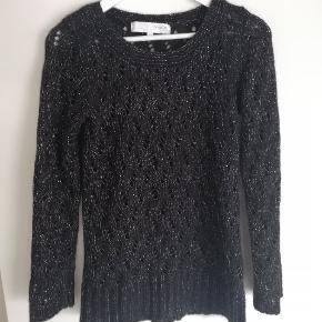 Flot sort sweater med sølv tråd, uden fnuller. 50%Mohair 50% Acrylic Sender gerne og hurtig