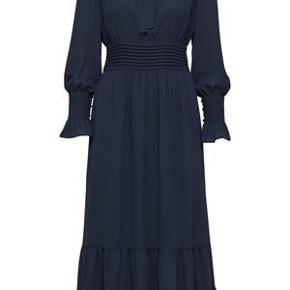 Virkelig smuk kjole, perfekt til efterårsbegivenhederne. ❤️  Jeg har over 60 annoncer med kvalitetstøj til billige priser, og giver gerne mængderabat. 💋