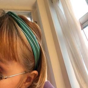 Super fint grønt hårbånd. Aldrig brugt