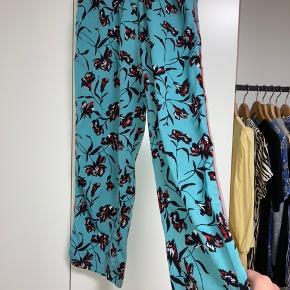Fine bukser fra Vila. Str. xs, gode med brugte. Sælges derfor billigt.