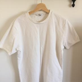 Samsøe Samsøe T-shirt i håndklæde-agtigt stof. Tætsiddende