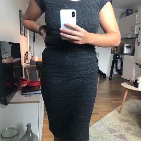 Black Lily kjole