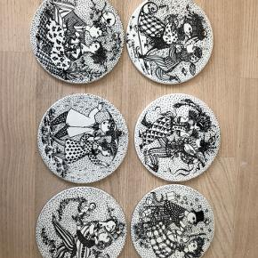 Platter fra Bjørn Wiinblad, der også kan bruges til bordskånere. Byd!