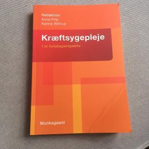 Kræftsygepleje - I et forløbsperspektiv.  Munksgaard.  1 udgave.    Bogen er aldrig brugt. Bøjet side, er grundet den har ligget i skabet presset sammen.