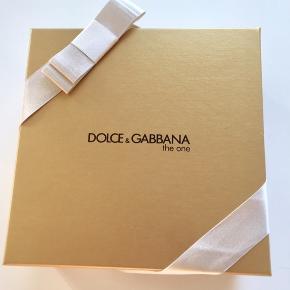 DOLCE & GABBANA the one gaveæske, hhv.:  30 ml. EdP 50 ml. perfumed body lotion