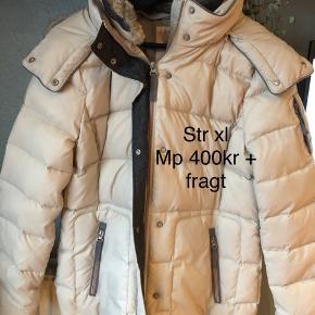 Vinterjakke fra Espirit  Har været min mors som aldrig har brugt den .  Str xl (42/44) Mp 400kr + fragt + ts gebyr