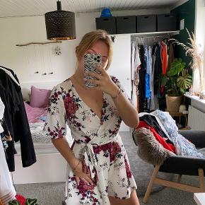Charlotte Russe anden kjole & nederdel