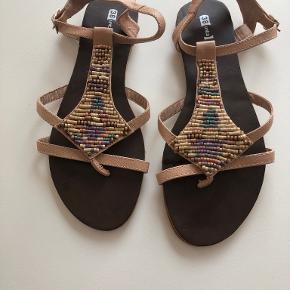 Units sandaler