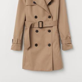 Sælger min trenchcoat coat, da jeg ikke får den brugt nok. Den er størrelsessvarende, så str M og 38 kan den passes af😊