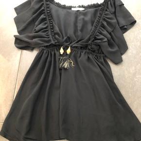 Brugt en gang  Super sød har bare alt for meget sort tøj  Prisen er fast