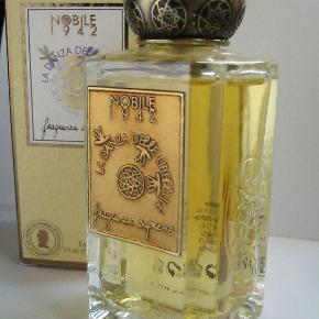 Nobile 1942 - 75ml La Danza Delle Libellule Eau De Parfum.  SÅ lækker gourmand parfume. Købspris 1100kr. Kun testet. I den eksklusive flaske med det smukke runde låg.