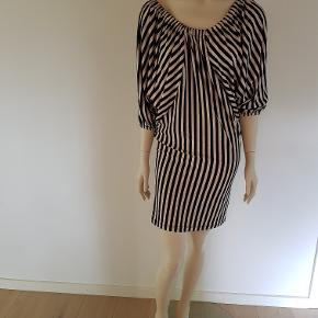 Rigtig fin kjole. Brugt en enkelt gang.