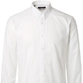 Skjorte fra Selected str. 40.100% bomuld. Slim fit.