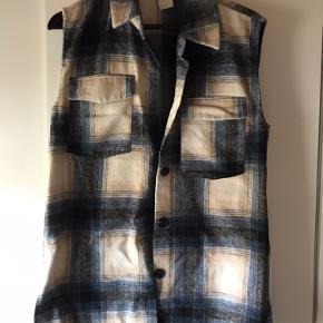 Studio vest