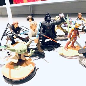 Disney infinity spil til X box 360 og masser af figurer dertil Købt for ca 5000,-, sælges for i alt 399,-