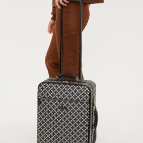 By Malene Birger kuffert. Prisen er fast og sender ikke flere billeder, da jeg har en travl hverdag.😊