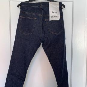 Acne Studios Town jeans. Str. 30/32. Aldrig brugt. Ny pris 1.400 kr.