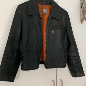 Skøn jakke i ægte skind 🖤
