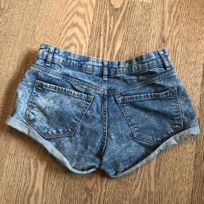 Fine shorts.   Køber betaler fragt.