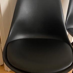 4 meget fine og velholdte stole fra Bilka (udgået model)   1  1/2 gamle, meget få brugstegn Nypris var 500 kr. pr. Styk.   4 stk sælges samlet til 1000 kr.   Afhentes i Viby J :-)