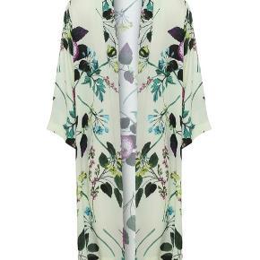Ny flot kimono i smukke farver fra Karmamia