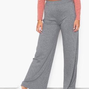 Fine løse grå bukser fra nelly, brugt meget begrænset. 125 kr eller byd:)