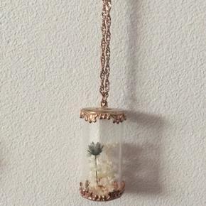Lang halskæde i vintage boheme stil m. tørrede blomster i