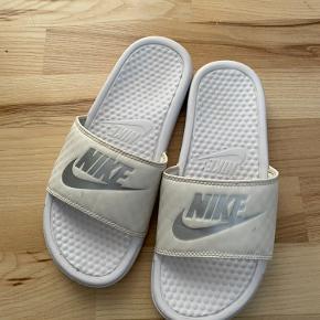 Nike flats