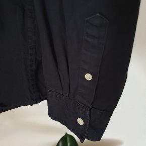 Great daily shirt in dark blue⚡⚡⚡match with Levi's jeans