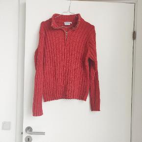 En retro lækker sweater der er oversized. Det er en størrelse 46/48, men er lille i størrelsen.