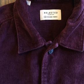 Bordeaux overshirt i fløjl fra Selected Homme. Reg. fit.  Aldrig brugt.